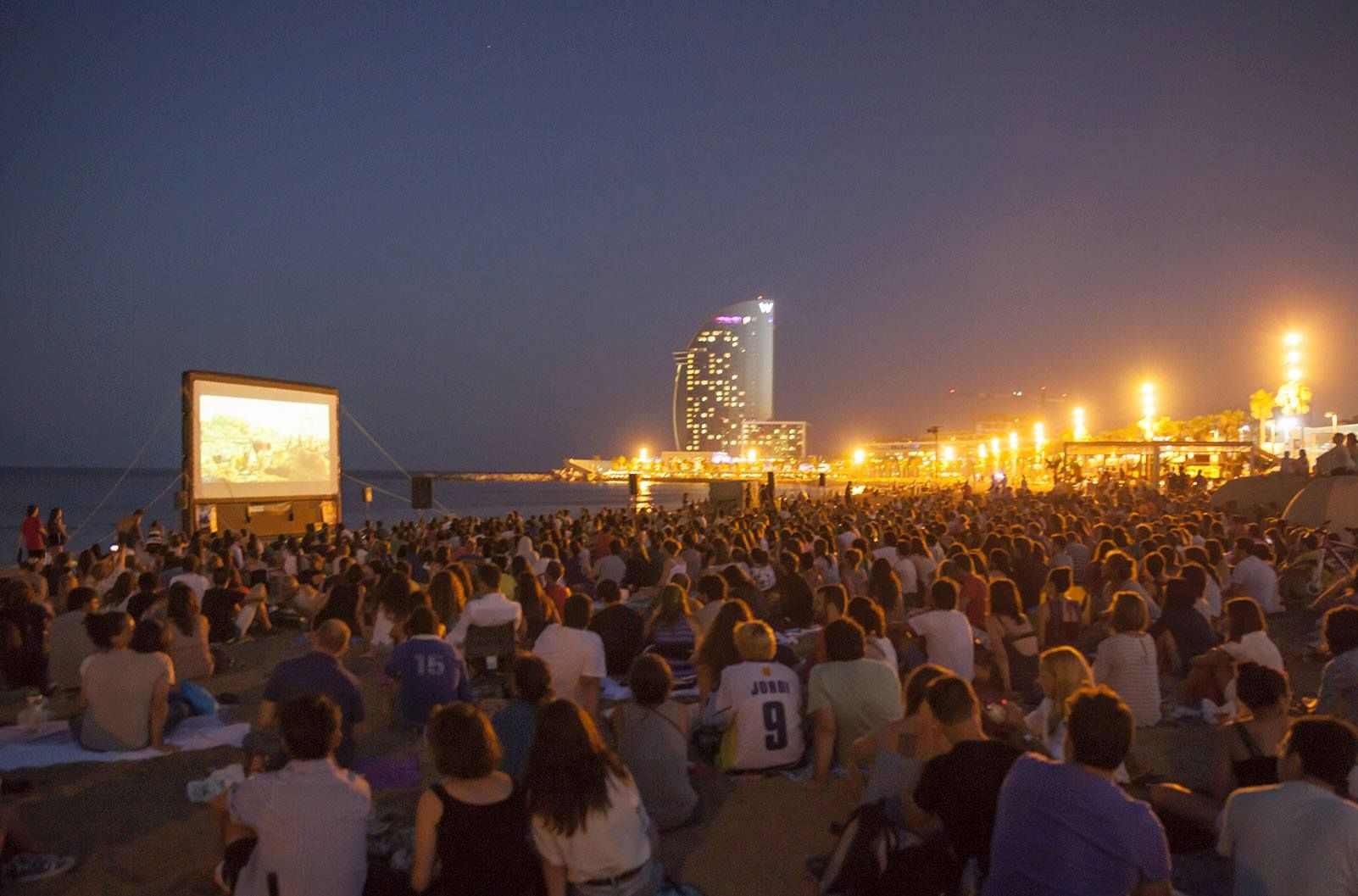 Summer nights in barcelona best things to do for Cinema montjuic 2016