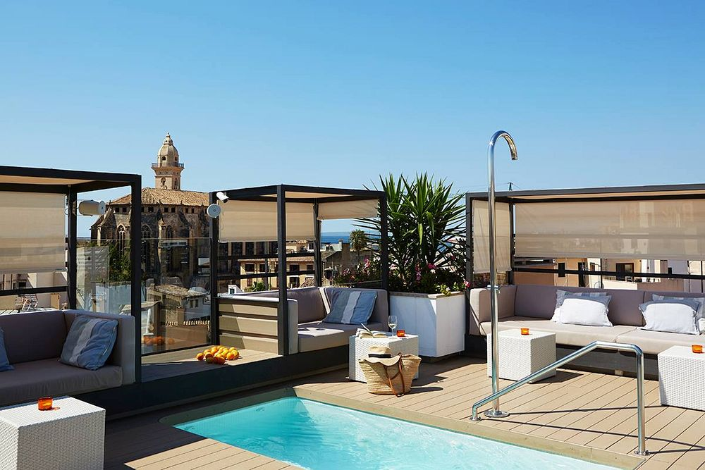 Roof terrace with plunge pool