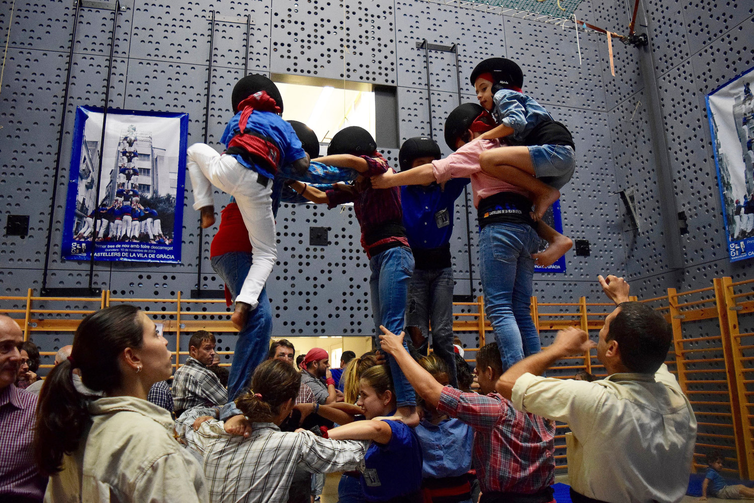 How a human tower is formed