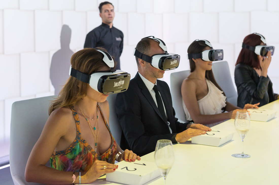 Dining with a Samsung Gear VR