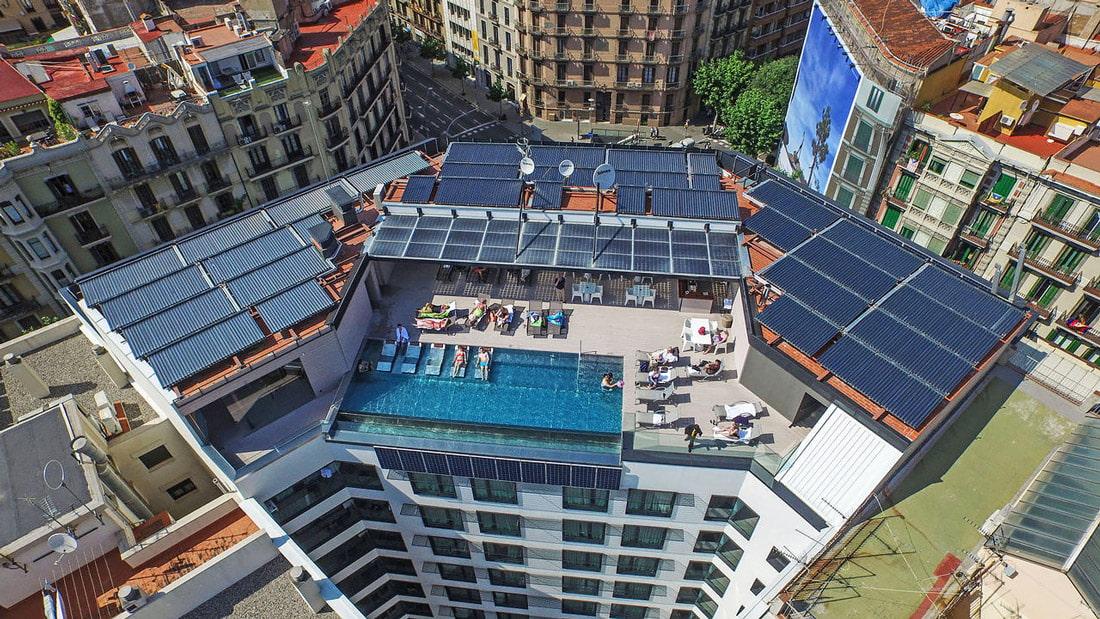Rooftop pool & solarium
